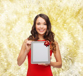 Smiling woman with tablet pc — Stock Photo