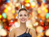 Smiling woman in evening dress wearing crown — Foto Stock