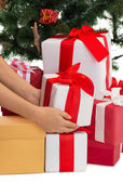 Close up of woman with presents and christmas tree — ストック写真