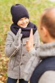 Happy father and son making high five in park — Stockfoto