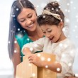 Happy mother and child girl with gift box — Stock Photo #56180913