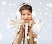 Happy littl girl in winter clothes — Stock Photo