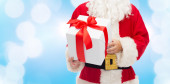 Close up of santa claus with gift box — Stock Photo