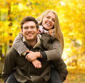 Smiling couple having fun in autumn park — Foto Stock