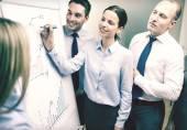 Business team met flip boord discussie — Stockfoto