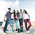 Nastolatki z rolki poza — Zdjęcie stockowe #57215765