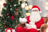 Man in costume of santa claus with notepad — Foto de Stock