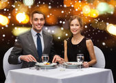 Smiling couple eating main course at restaurant — Foto Stock