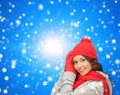 Sonriente mujer joven en ropa de invierno — Foto de Stock