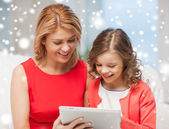 Mother and daughter with tablet pc at home — Stock Photo