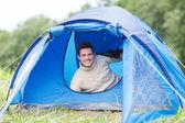 Smiling male tourist in tent — ストック写真