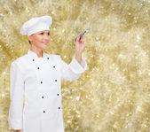 Uśmiechnięta kobieta kucharz pisząc coś na powietrzu — Zdjęcie stockowe