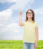 Smiling cute little girl in black eyeglasses — Stock fotografie