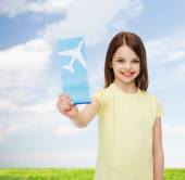 Smiling little girl with airplane ticket — Stock fotografie