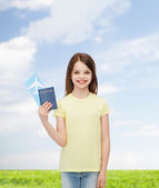 Smiling little girl with ticket and passport — Stock fotografie