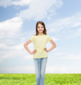 Smiling little girl in casual clothes — Stock fotografie