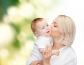 Happy mother kissing smiling baby — Stock fotografie