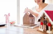 Close up of woman making gingerbread houses — Stock Photo