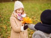 Smiling children in autumn park — Stock fotografie