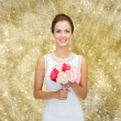 Smiling woman in white dress with bouquet of roses — Stock Photo #57947661