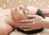 Beautiful woman getting face or head massage — ストック写真