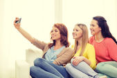 Teenage girls taking selfie with smartphone — Stock Photo