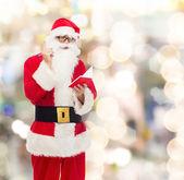 Adam Noel Baba kostüm ile not etmek — Stok fotoğraf