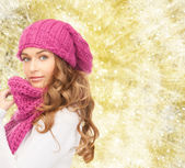 Young woman in winter clothes — Stockfoto