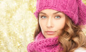 Close up of young woman in winter clothes — Stock Photo
