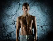Young male bodybuilder with bare muscular torso — Foto Stock
