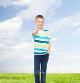 Little boy in casual clothes with arms crossed — ストック写真