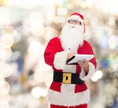 Uomo in costume di Babbo Natale con il blocco note — Foto Stock