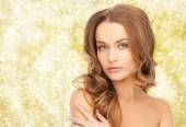 Beautiful young woman with bare shoulders — Stock Photo
