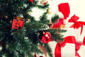 Close up of christmas tree and presents — Стоковое фото