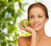 Smiling young woman with green apple — Stock Photo