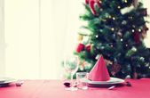 Room with christmas tree and decorated table — ストック写真