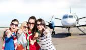 Teenage girls in sunglasses showing thumbs up — Stock Photo