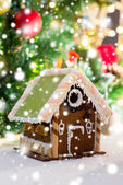 Closeup of beautiful gingerbread house at home — Stockfoto