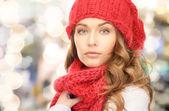 Close up van jonge vrouw in winterkleren — Stockfoto