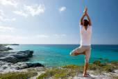 Young man making yoga exercises outdoors — Zdjęcie stockowe