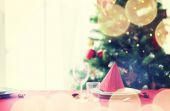 Room with christmas tree and decorated table — Foto de Stock