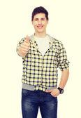 улыбающийся мальчик студент показывает палец вверх — Стоковое фото