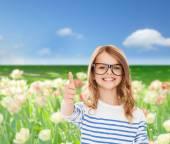 Bambina con gli occhiali neri — Foto Stock