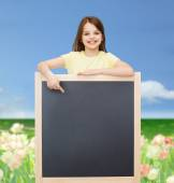 Blackboard için mutlu küçük kızın işaret parmağı — Stok fotoğraf