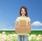Beyaz boş t-shirt, küçük kız gülümseyerek — Stok fotoğraf