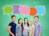 Group of smiling teenagers with text bubbles — Stockfoto