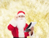 Man in costume of santa claus with notepad — Stock fotografie