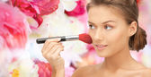 Beautiful smiling woman with make up brush — Foto de Stock
