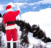 Mężczyzna w stroju Świętego Mikołaja coś pisze — Zdjęcie stockowe