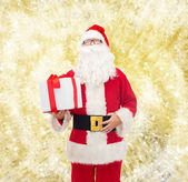 Man in costume of santa claus with gift box — 图库照片